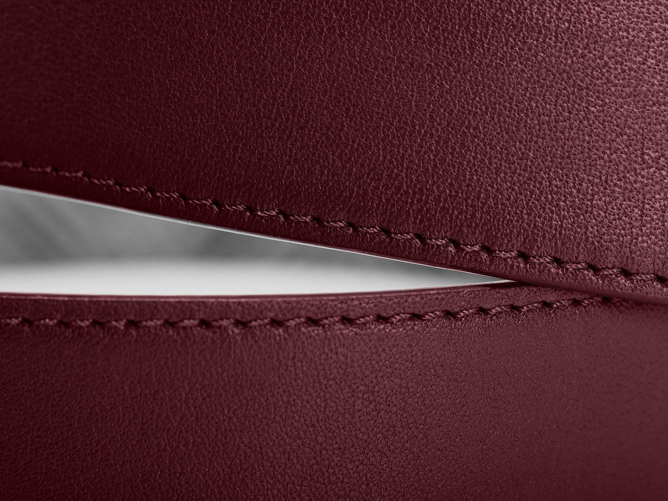 Handmade leather belt detail picture of the stitches in leather belt