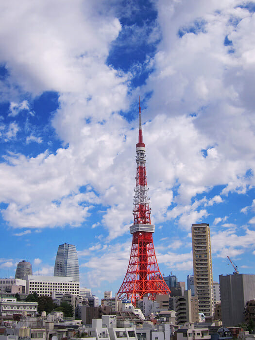 Red Tokyo tower in the middle of the city. Sophie travels Tokyo with her luxury business cardholder